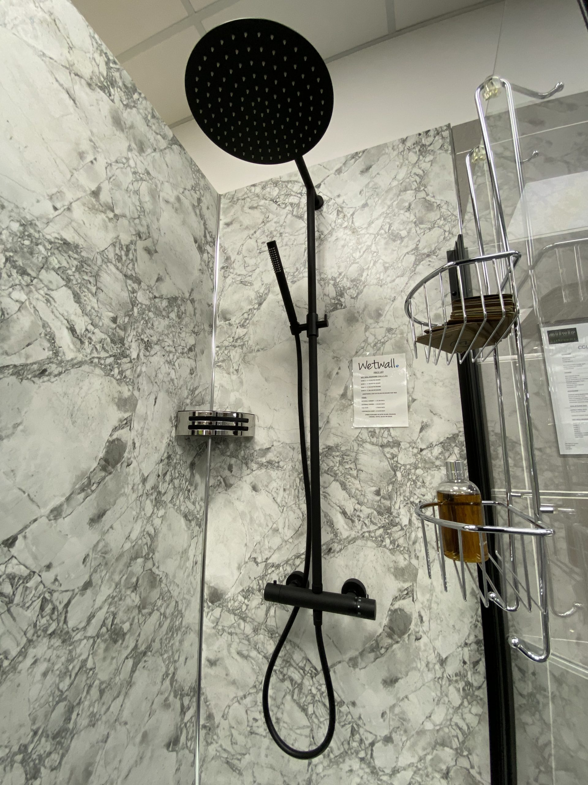 Elixir bathrooms - white bath